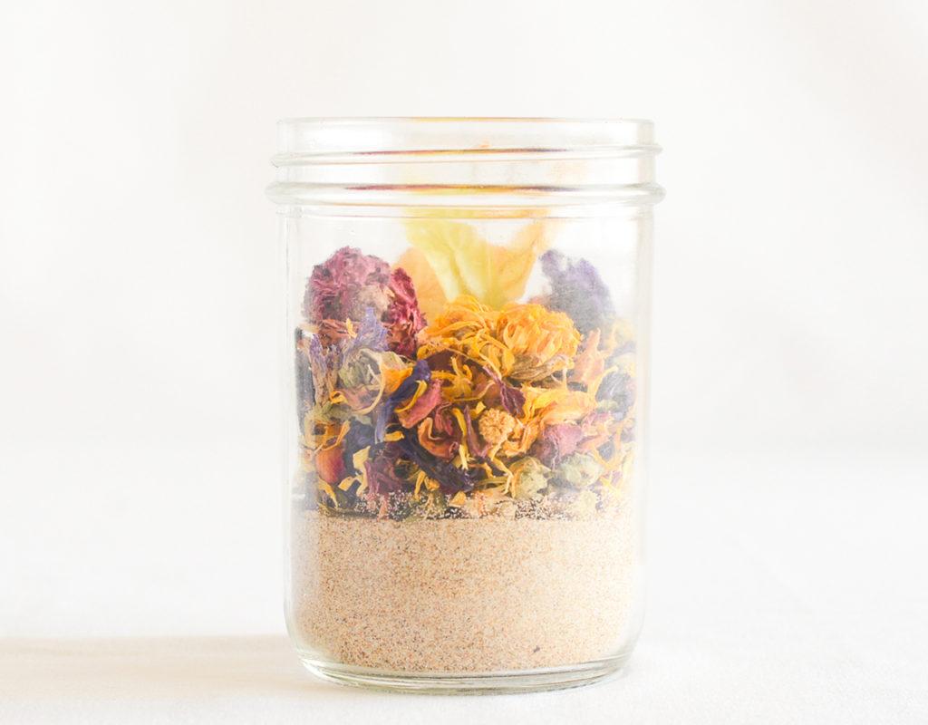 tarro cristal con flores