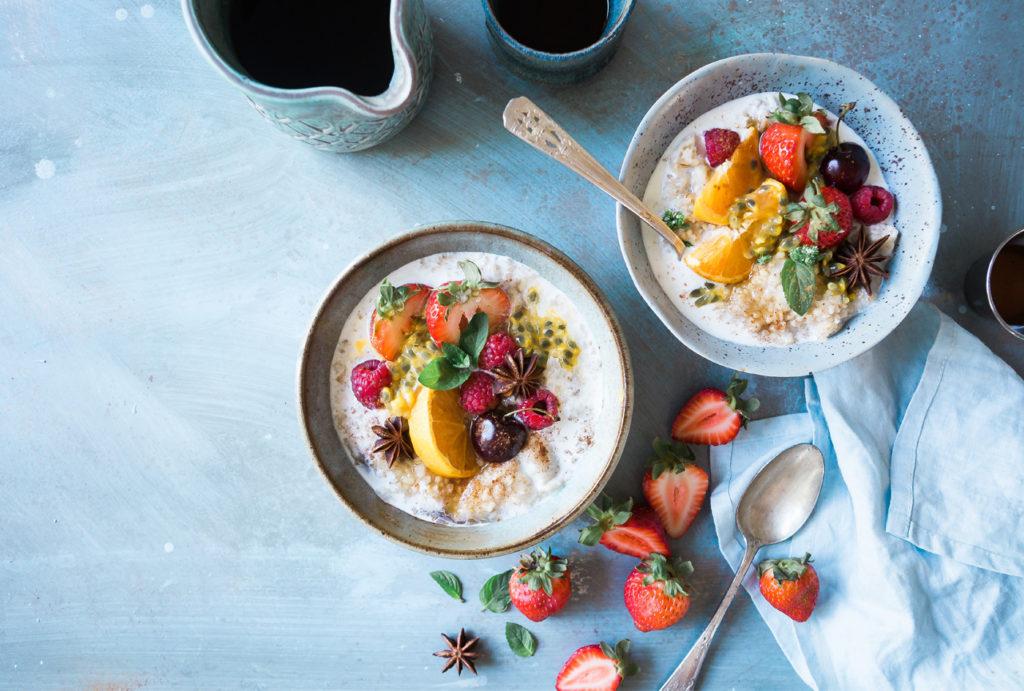 bowls desayuno con avena y frutas